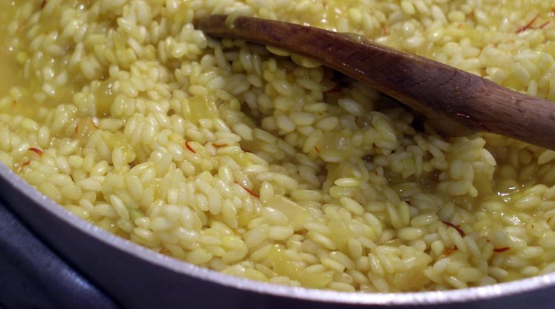 Come cucinare un risotto perfetto alla pavese quatarob pavia for Cucinare risotto